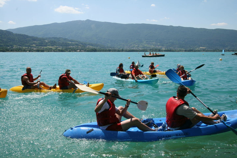 Activité canoe kayak sur le lac