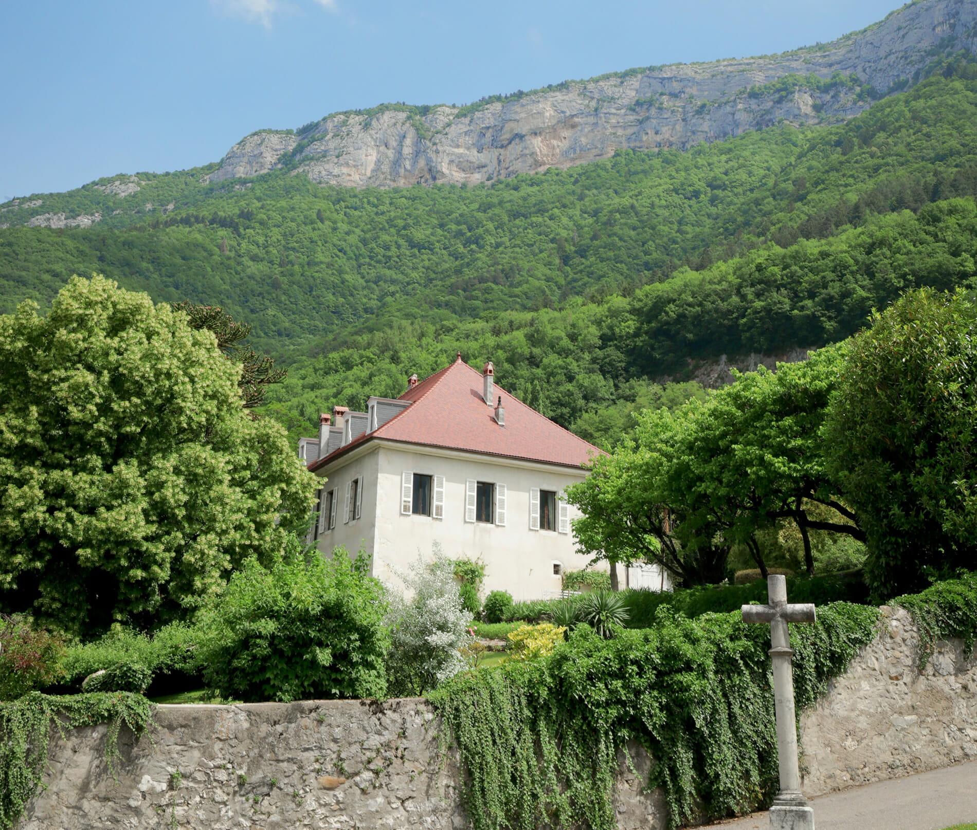 La Croix des champs, maison et montagne