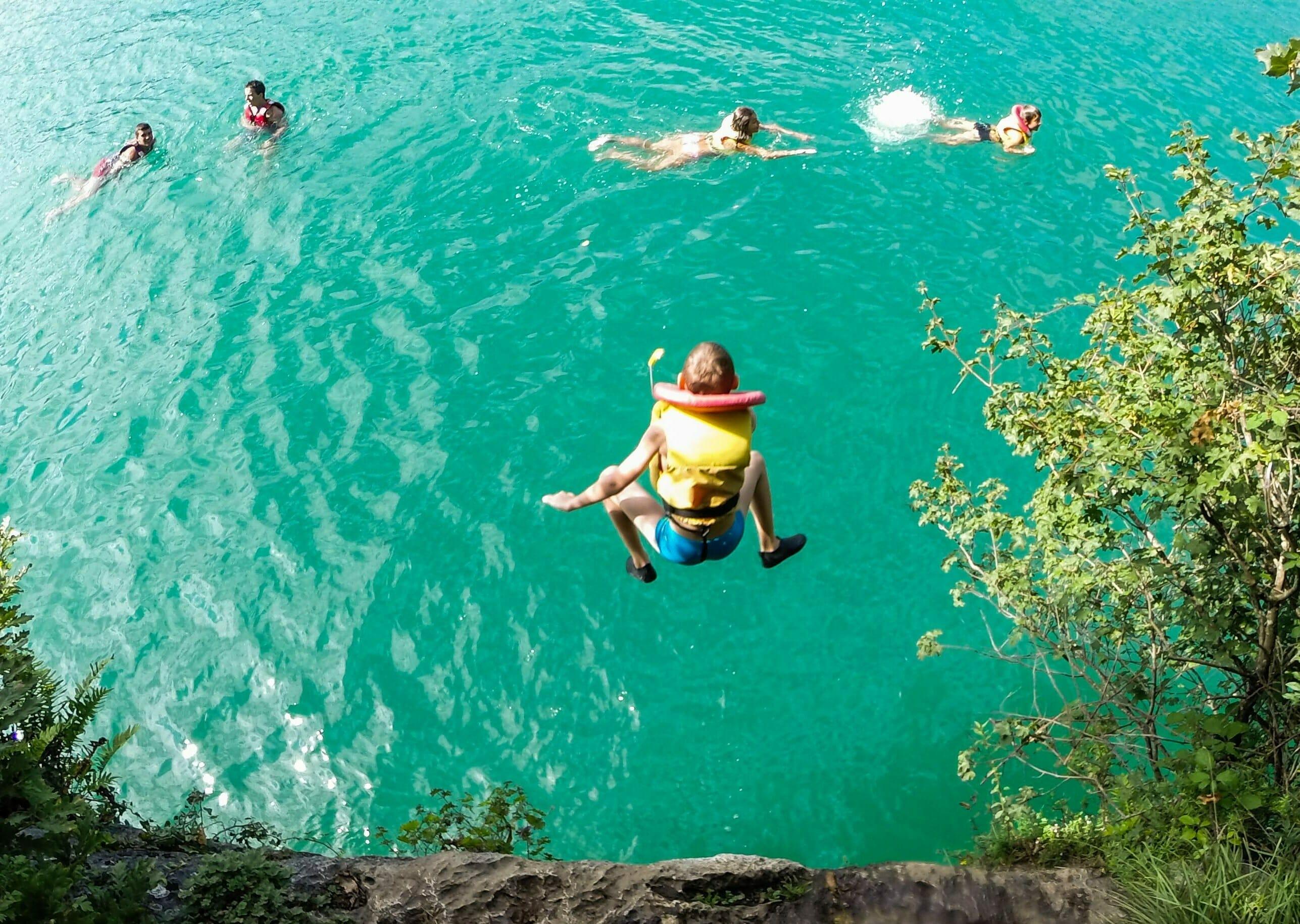Activités saut dans le lac d'Annecy